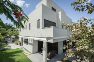 מיקרוטופינג - שיפוץ בטון ישן עם שכבות בטון צבעוניות בגישה חדשנית מייקרוטופינג: מגוון יתרונות ושימושים